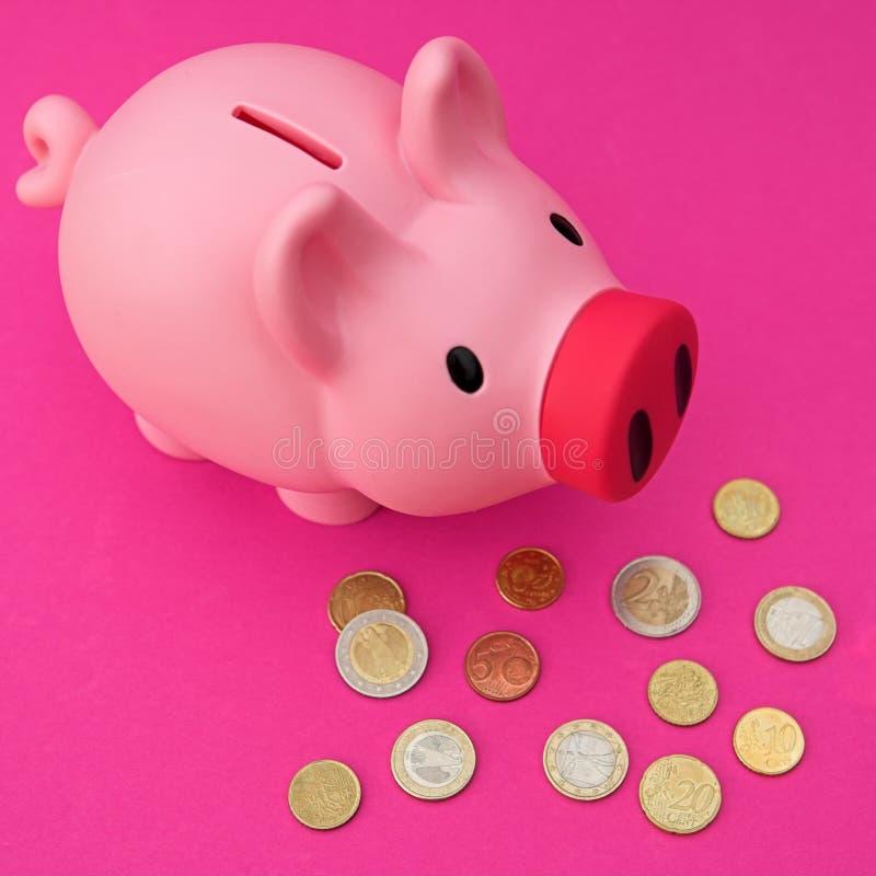Download Euro banca (piggy) fotografia stock. Immagine di oggetto - 3138350