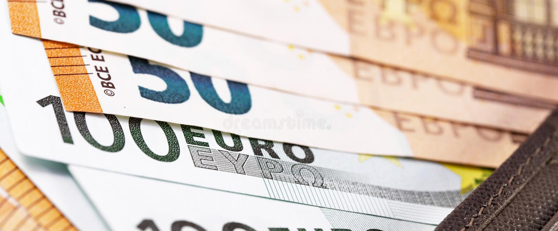 Euro banconote dei soldi in portafoglio fotografia stock libera da diritti