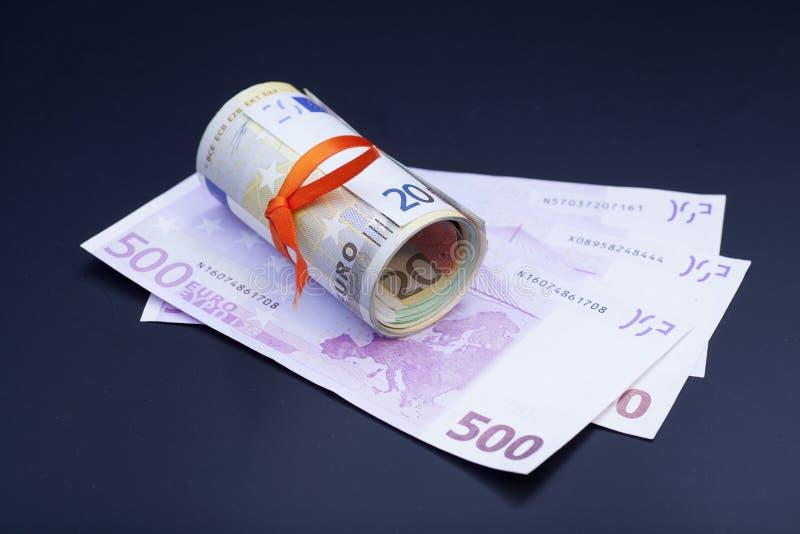 Euro banconote differenti sul nero fotografia stock libera da diritti