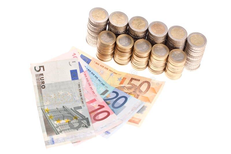 Euro banconote e monete organizzate in colonne fotografia stock