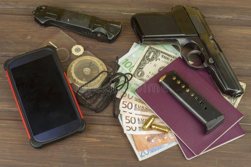 Euro bankbiljetten op een houten lijst royalty-vrije stock fotografie