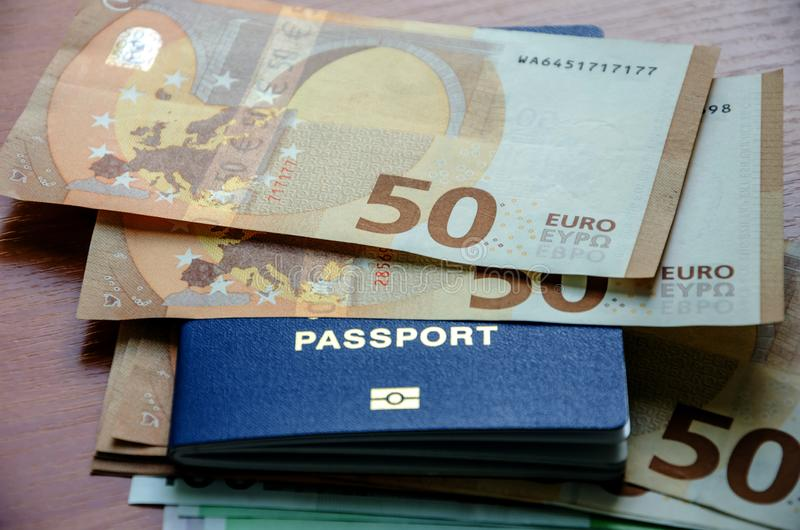 50 euro- cédulas no passaporte, close-up imagens de stock royalty free