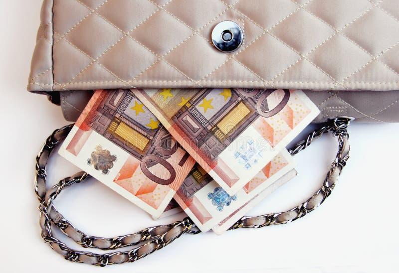 Euro collant hors d'une bourse photos stock