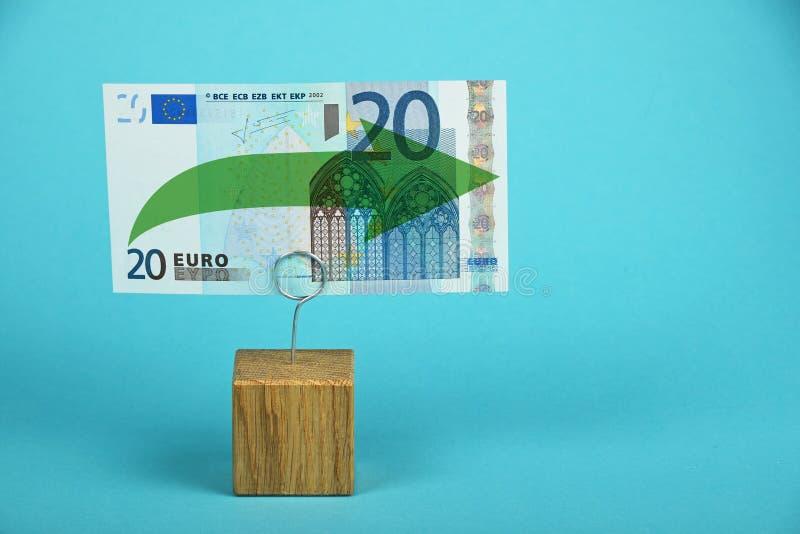 Euro die stagnatie over blauw wordt geïllustreerd stock fotografie