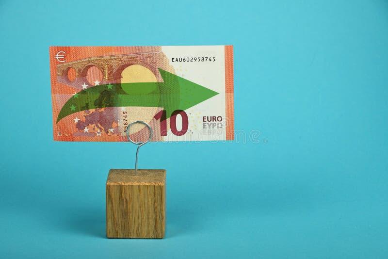 Euro die stagnatie over blauw wordt geïllustreerd royalty-vrije stock foto's