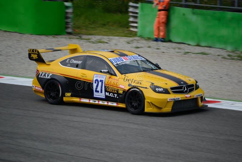 Euro die V8 Reeks Mercedes C63 AMG in Monza wordt gedreven royalty-vrije stock foto