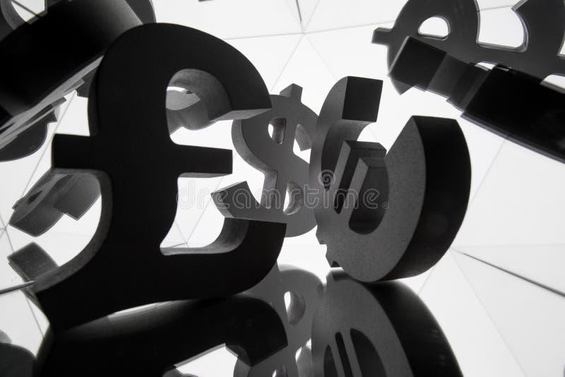 Euro, Dollar-Währungszeichen mit vielen Spiegelungs-Bildern von sich lizenzfreie stockfotografie
