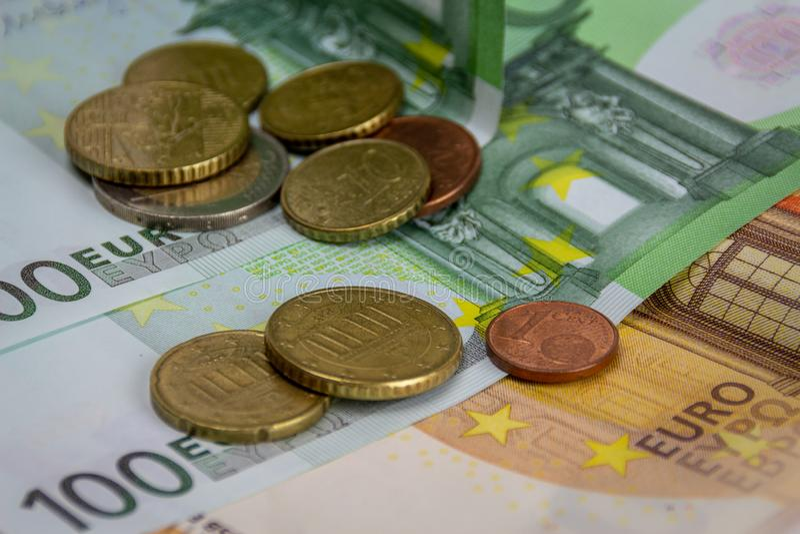 Euro fond de pi?ces de monnaie et de billets de banque d'argent Concept d'affaires et de finances photographie stock libre de droits