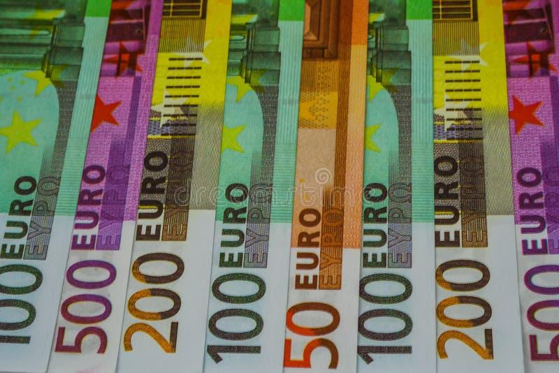Euro Geldbankbiljetten en contant geld 50 100 200 500 EURO royalty-vrije stock afbeeldingen
