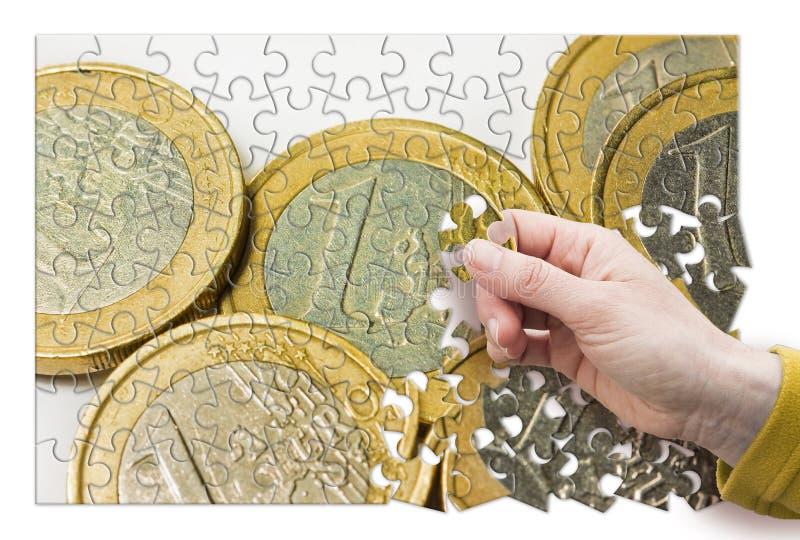 Euro- grupo italiano das moedas no fundo branco - imagem do conceito na forma do enigma de serra de vaiv?m fotos de stock royalty free