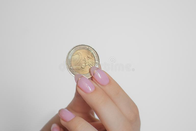 Euro in hand muntstuk twee royalty-vrije stock afbeeldingen