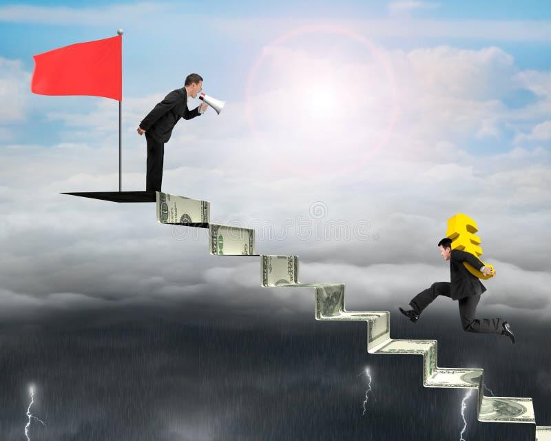 Download Euro Levando Do Homem De Negócios Em Escadas Do Dinheiro Com Uma Outra Gritaria, Foto de Stock - Imagem de carregar, comando: 65581084