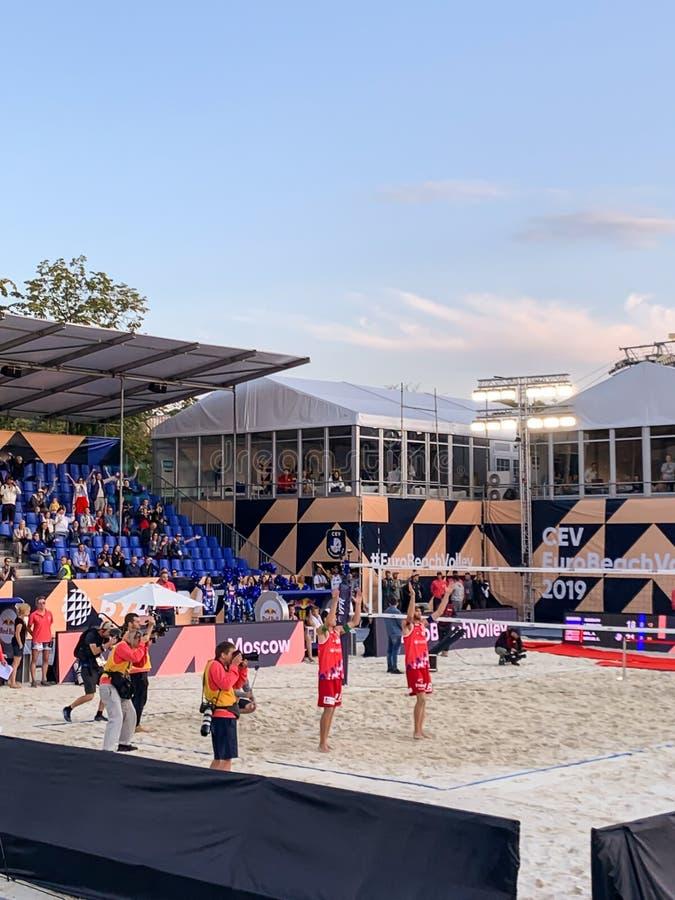 Euro match 2019 ÉDITORIAL de médaille d'or de volleyball de plage pousse de téléphone le 11 août 2019 de Russie - de Norvey images stock