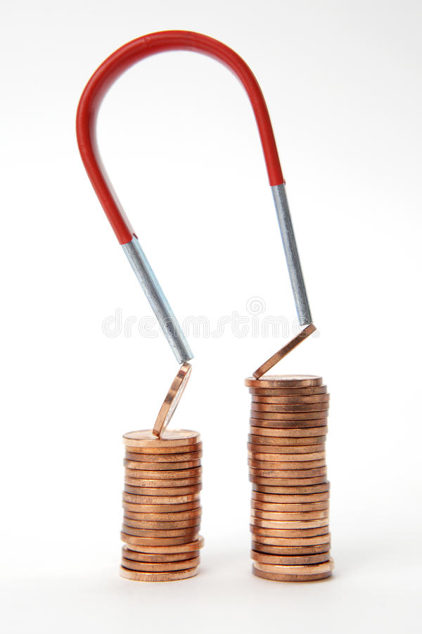 Euro- moedas atraídas por um ímã imagem de stock royalty free