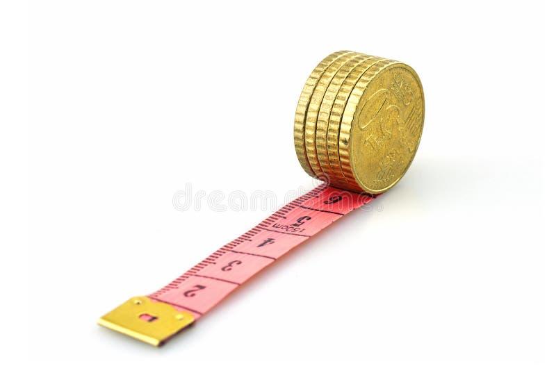 Euro- moedas de rolamento na régua fotos de stock royalty free