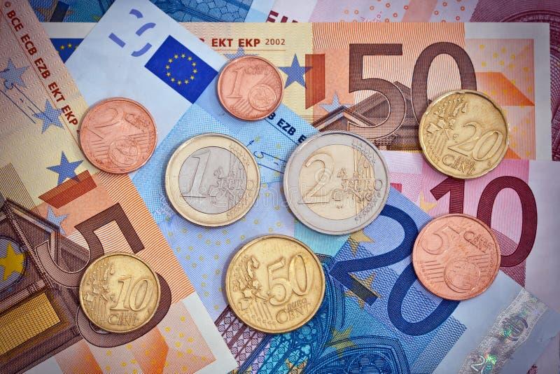 Euro- moedas e contas   fotografia de stock