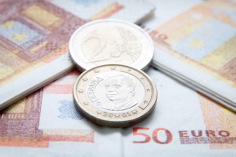 Euro- moedas e contas foto de stock royalty free