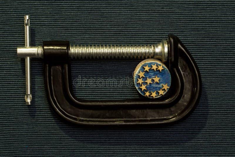 Euro moneta jest kahata naciskiem zdjęcia stock
