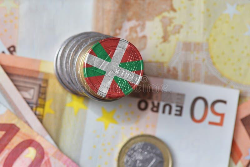 Euro moneta z flaga państowowa baskijski kraj na euro pieniędzy banknotów tle zdjęcia stock