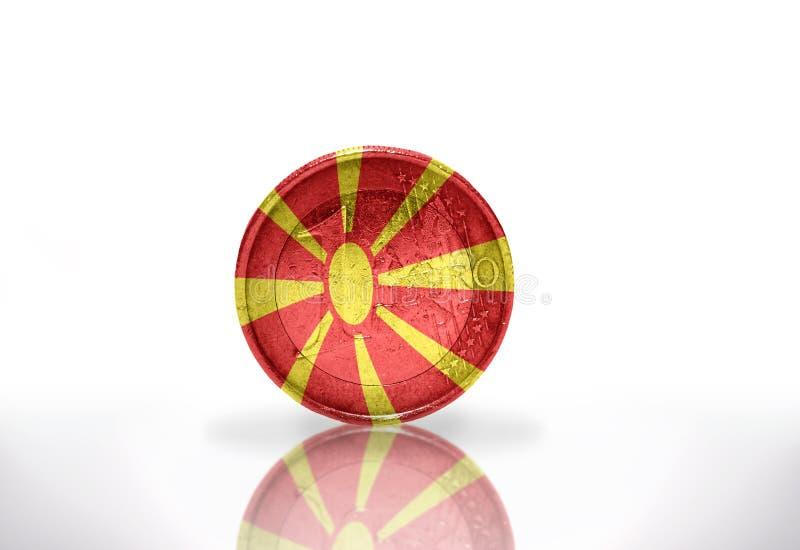 Euro moneta z Macedonia flaga na bielu fotografia stock