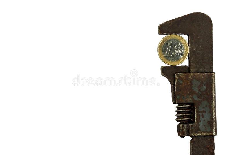 Euro muntstukken in de klem Risico van economische crisis De val van de munt Geïsoleerd op wit royalty-vrije stock afbeelding