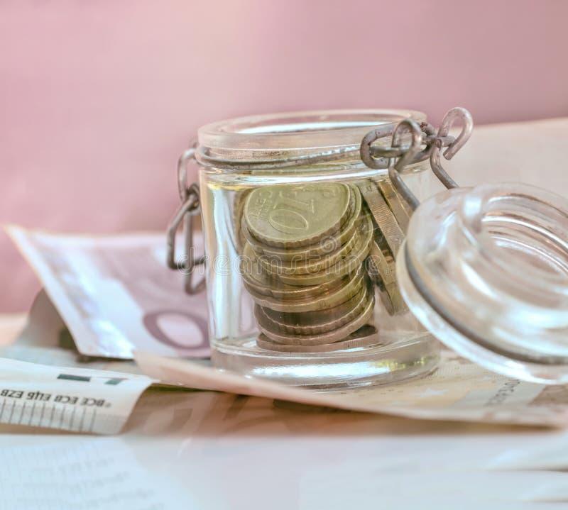 Euro muntstukken en bankbiljetten royalty-vrije stock foto