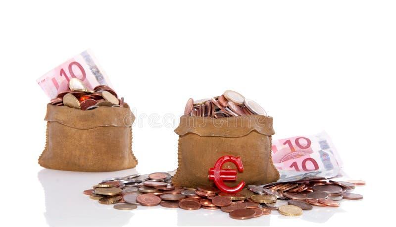 Euro muntstukken in geldzakken stock fotografie