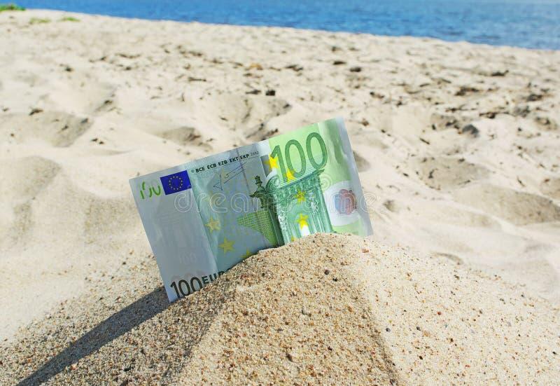 Euro na areia. imagens de stock