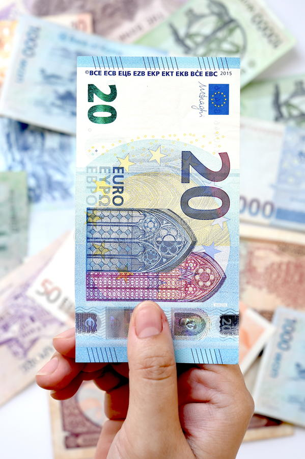 20 euro na ręce fotografia stock