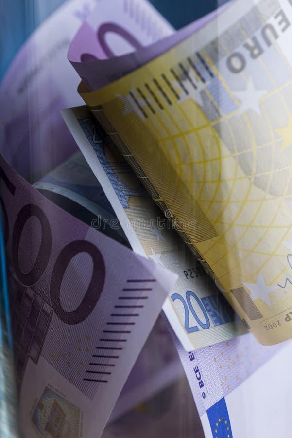 Euro nota's met bezinning royalty-vrije stock fotografie