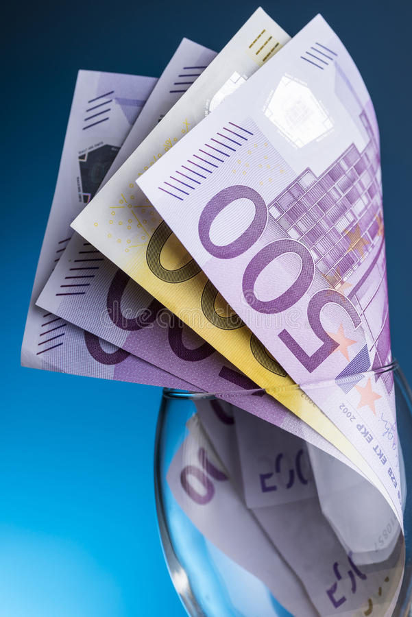 Euro nota's met bezinning stock foto