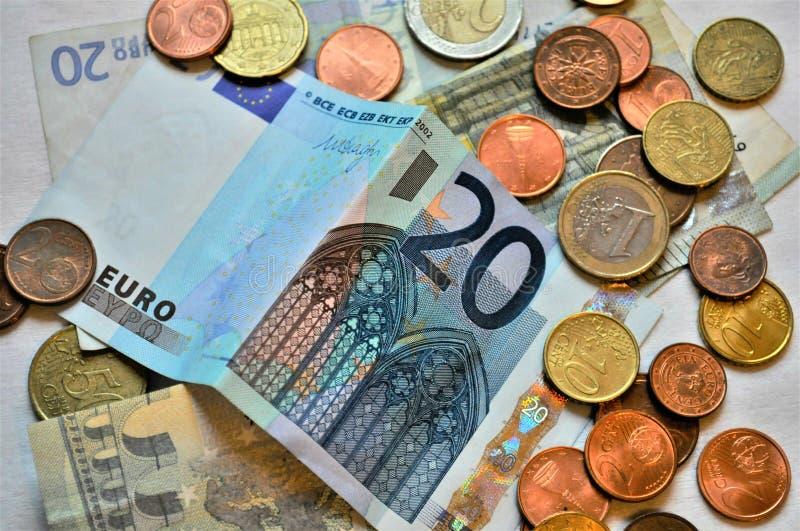 Euro- notas e moedas fotografia de stock