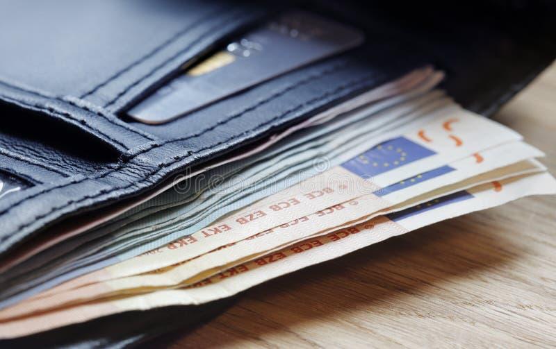 Download Euro- Notas Que Projetam-se Da Carteira Imagem de Stock - Imagem de união, europeu: 10063057