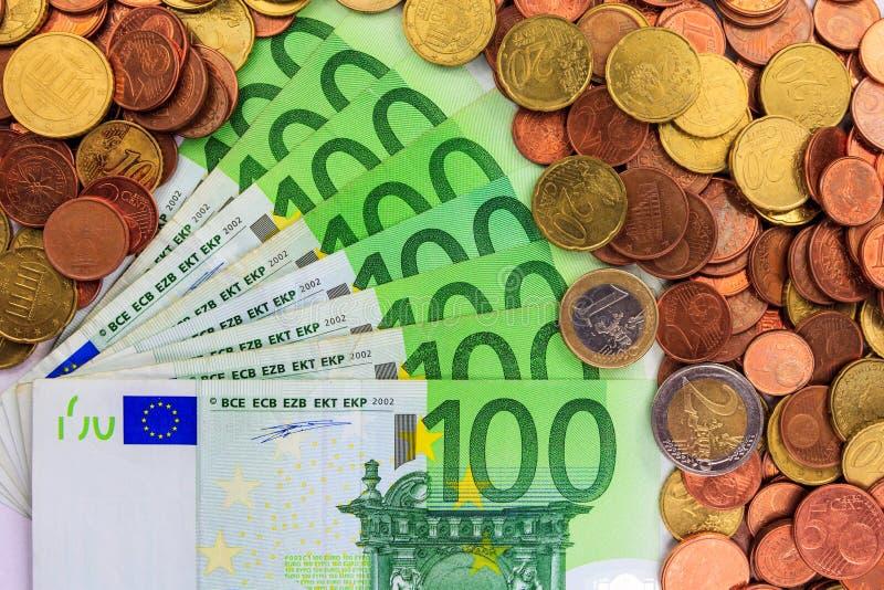 Euro notatki i monety obraz stock