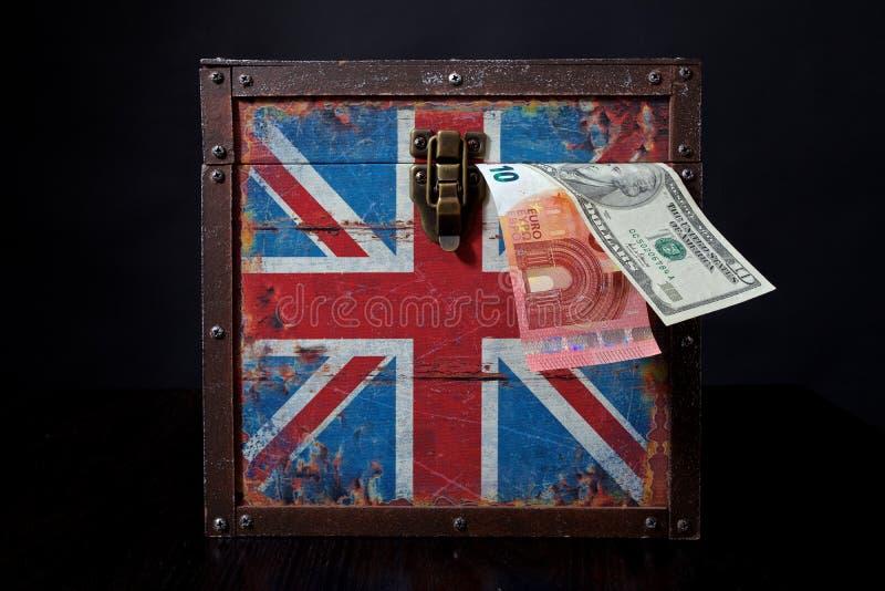 Euro och amerikandollar på brittisk flagga royaltyfri foto