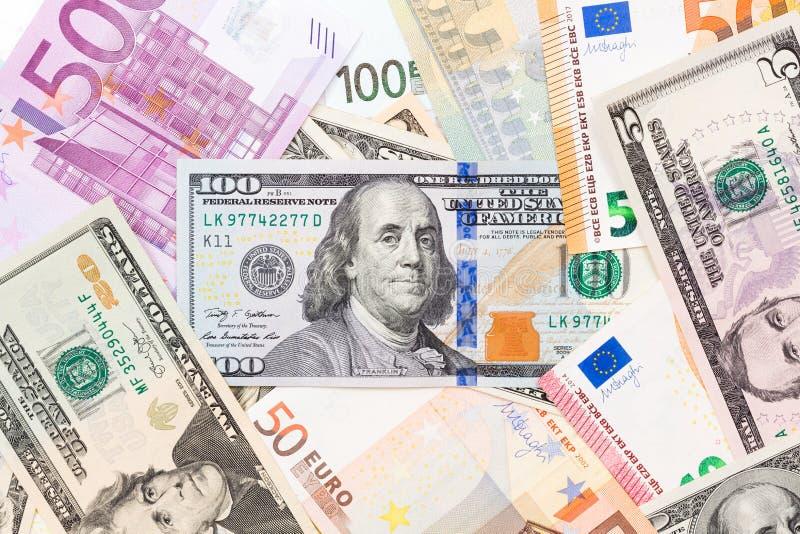 Euro- och dollarpengar, kontant bakgrund arkivbild