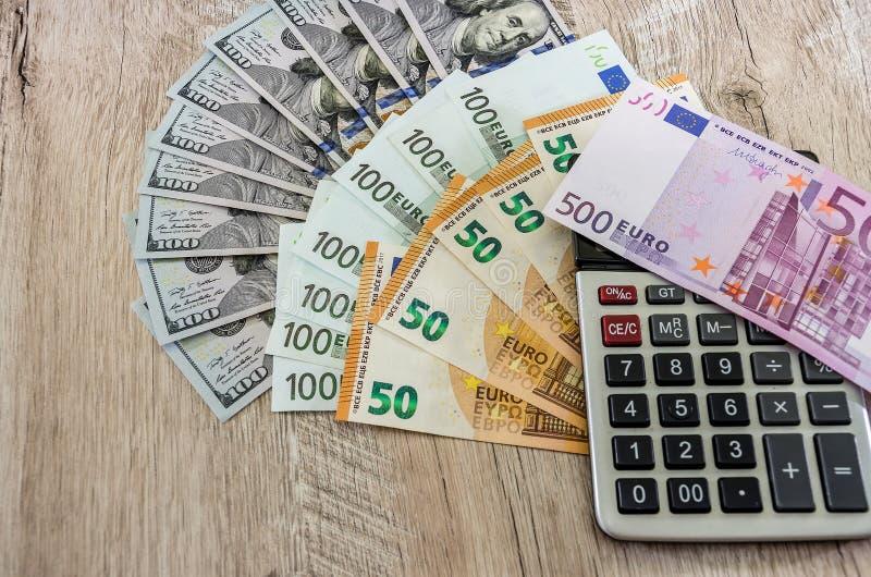 Euro och räknemaskin på vit bakgrund arkivfoto