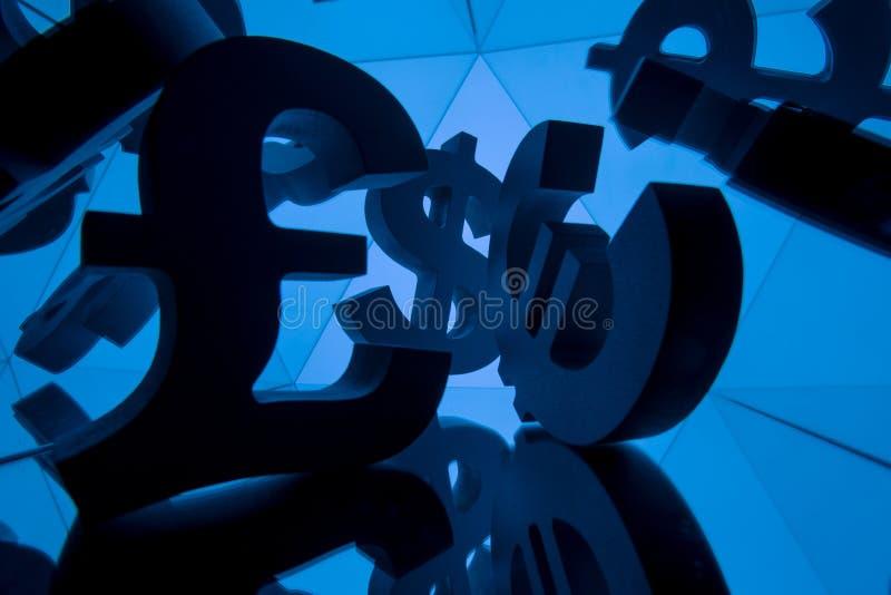 Euro-, Pfund-und Dollar-Währungszeichen mit vielen Spiegelungs-Bildern stockbilder