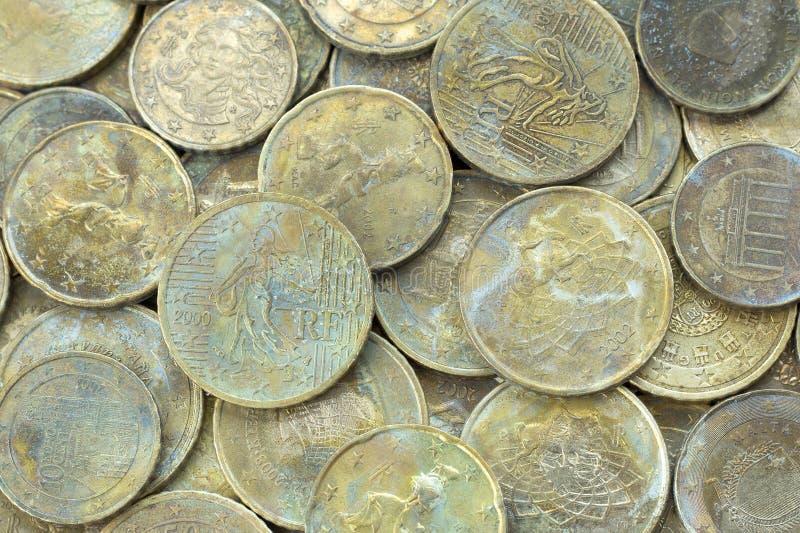 Euro pièces de monnaie d'or âgées Fond d'argent images libres de droits
