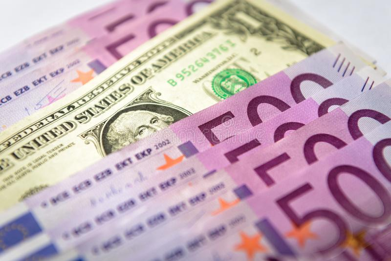 500 euro pieniędzy banknotów versus 1 dolar obraz stock