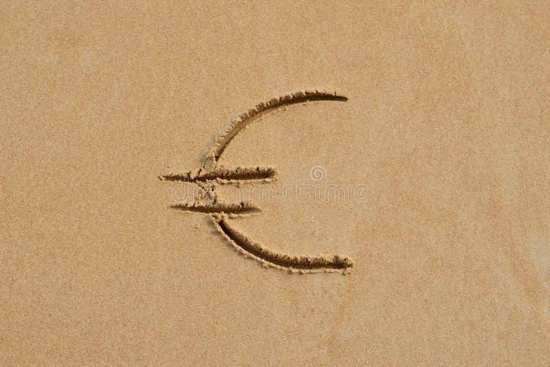 Euro podpisuje wewnątrz piasek fotografia stock