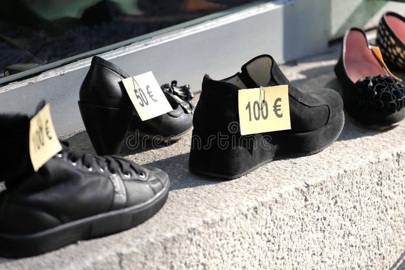 Euro- preços em sapatas fotografia de stock royalty free