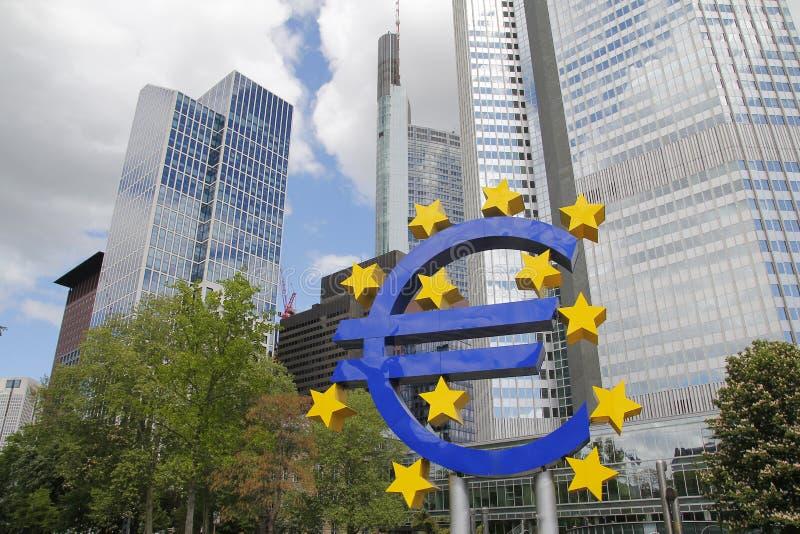 Euro rzeźba w mieście Frankfurt zdjęcie royalty free