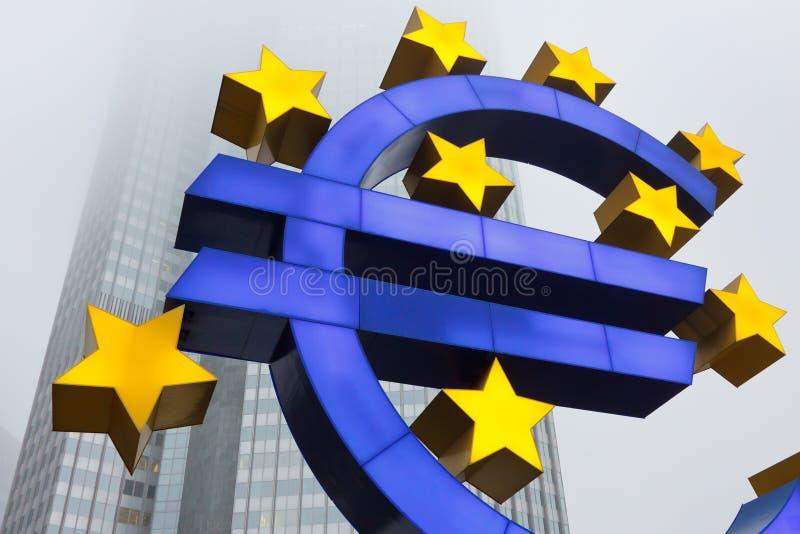 Euro- símbolo no Banco Central Europeu foto de stock