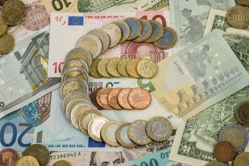 Euro signe fait à partir d'euro pièces de monnaie photos stock