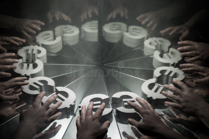 Euro simbolo di valuta europeo sullo specchio e coperto in fumo immagini stock libere da diritti
