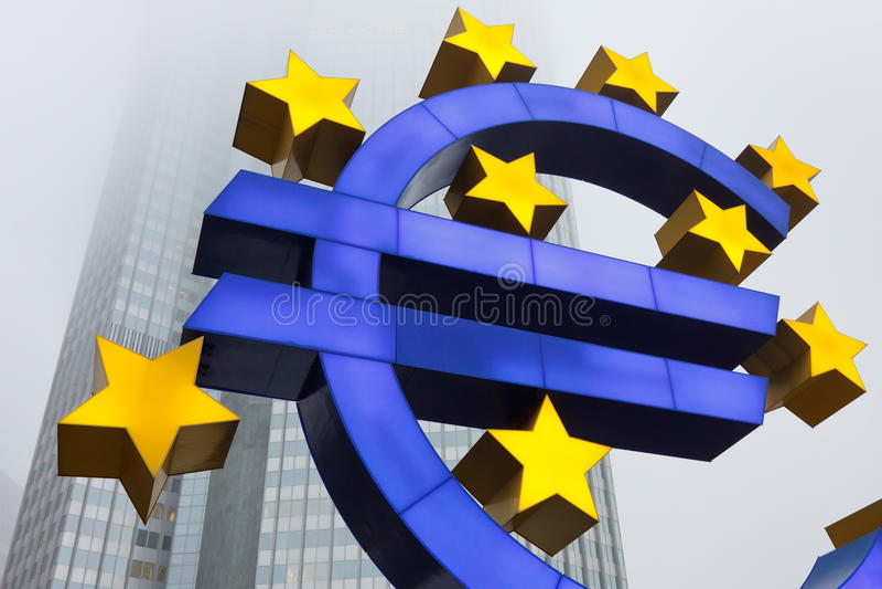 Euro symbol przy europejski bank centralny zdjęcie stock