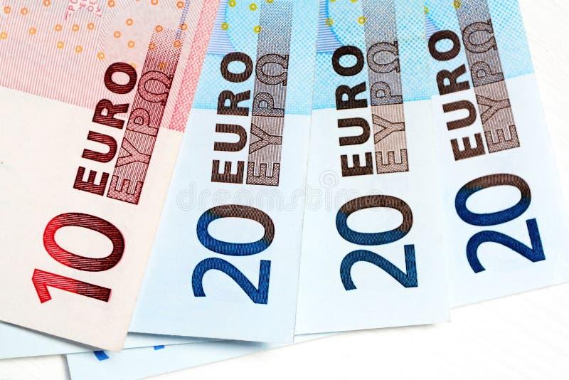 Euroanmärkningar av olikt värde arkivbild