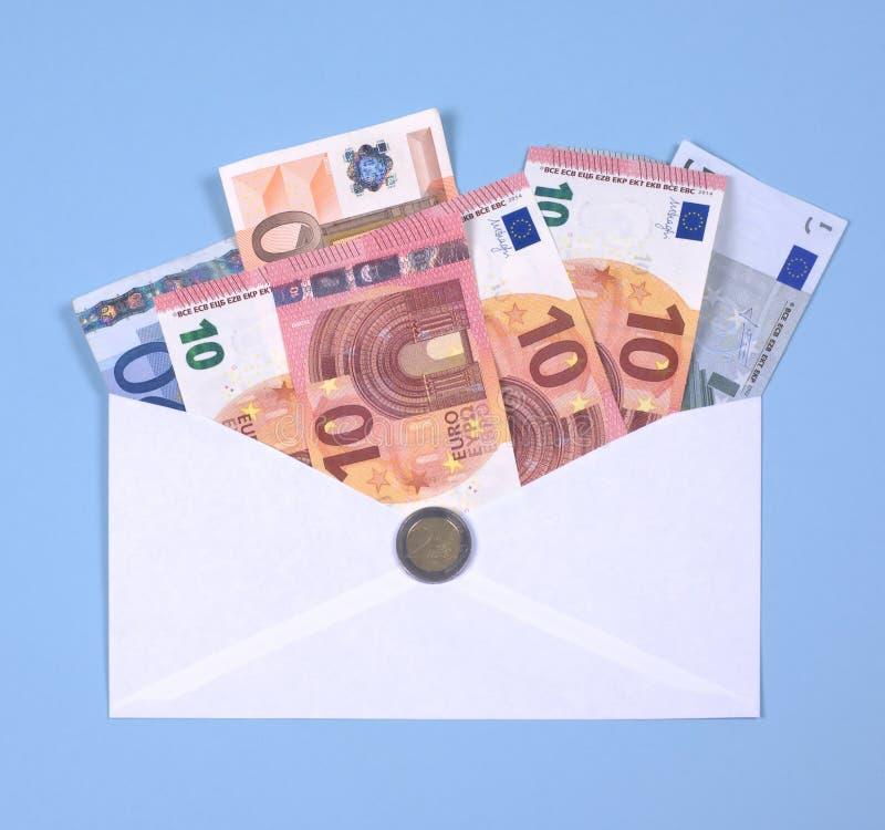 Euroanmerkungen im Umschlag lizenzfreies stockbild