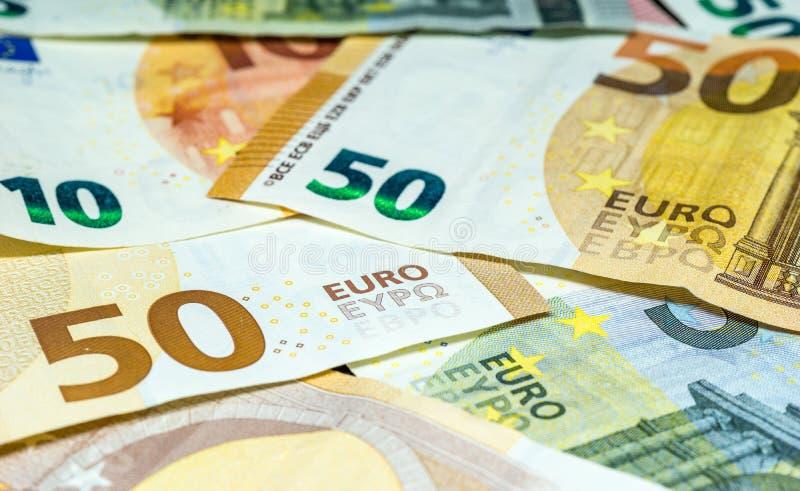 Eurobanknoten - fünfzig, zehn und fünf Eurorechnungen lizenzfreie stockfotografie